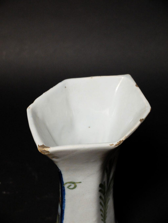 Paire de vases en faïence de Delft